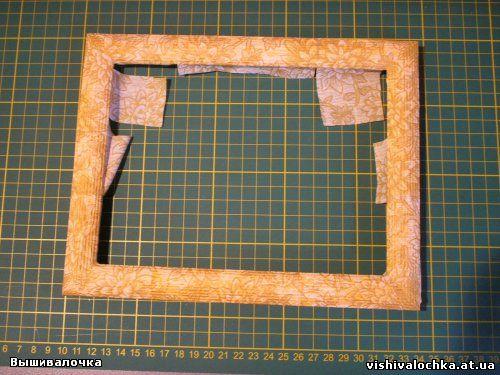 После того, как убедились в высыхании клея и салфеточного слоя, берем лак и тонким слоем покрываем рамку.